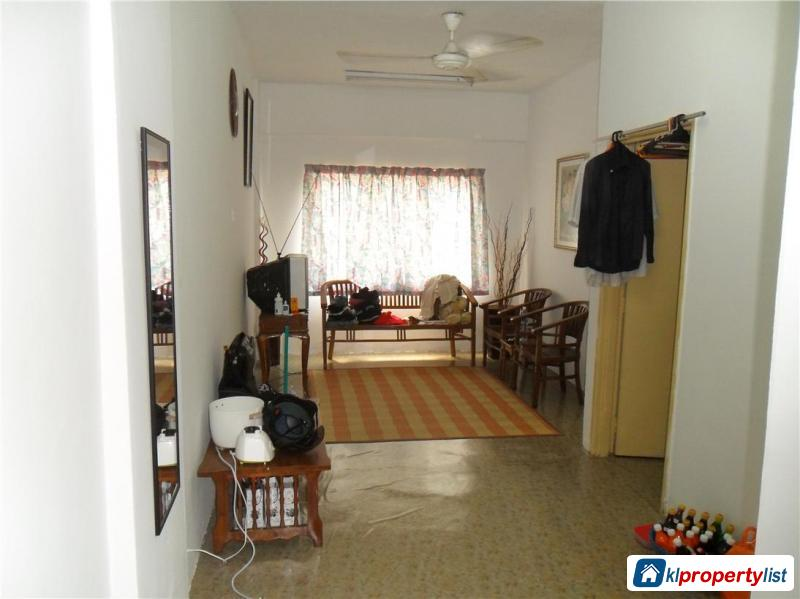 Picture of 3 bedroom Apartment for sale in Seri Kembangan