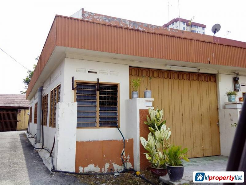 Picture of 6 bedroom Semi-detached House for sale in Muar